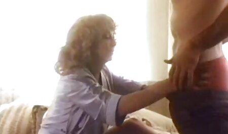 Rubia elegante se masturba mientras te masturbas con medias de nylon retro de taboo xxx en español tacones altos