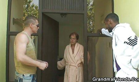 Tres hombres se follan a la chica taboo madre e hijo caliente