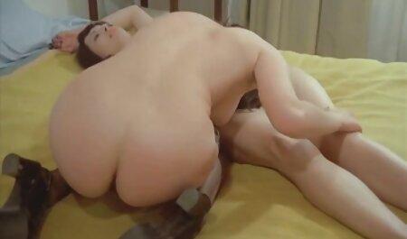 Sarah Cute se desnuda taboosex xxx y se masturba montando un consolador como ella