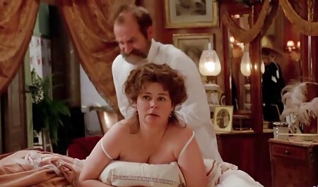 Morena taboo xxx subtitulado caliente con grandes tetas maquillándose topless en casa