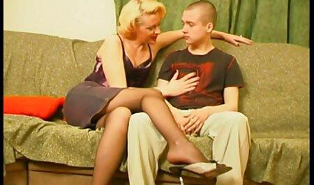Bromeando y follando en el dormitorio con Lolly Ink taboo hermano y hermana