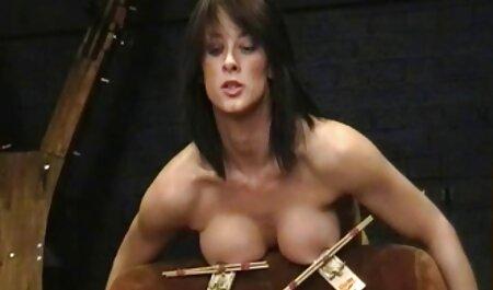 La bomba rubia peliculas de taboo xxx Summer Brielle juega con su coño mojado