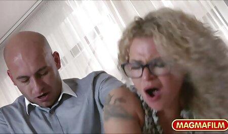 A Annette Van De taboo madre e hijo Venn le gusta jugar con la lengua en su clítoris