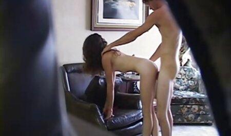 Adolescente Little Candy rebota su pequeño culo apretado en la pormo tabu polla de su novio
