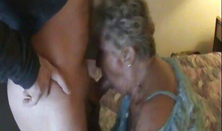 Teeny familia taboo xxx seduce al abuelo bajo la ducha y se la follan